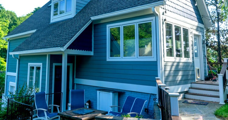 The Benefits of Vinyl Siding vs. James Hardie Siding for Historic Homes in D.C.